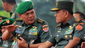 KSAD Jenderal TNI Budiman (kiri) / ANTARA FOTO- Izaac Mulyawan