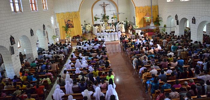 Misa Minggu Komunikasi Sedunia di Katedral Weetebula dipimpin oelh Mgr. Turang.