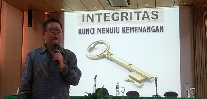 Adrian Permana, Motivasi karyawan KWI: Integrity dan goal setting dalam pelayanan
