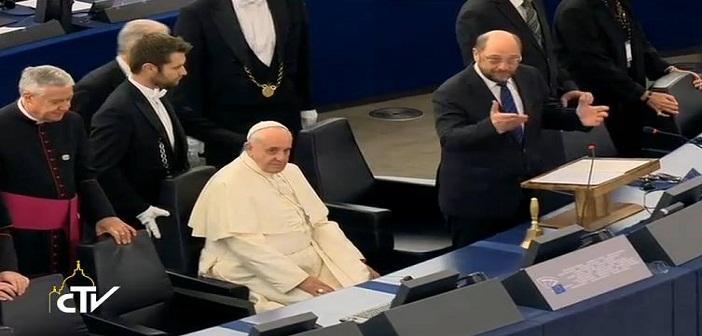 Paus Fransiskus di Parlemen Eropa: Mengingatkan Akar Agama dan Tradisi Eropa untuk Menghargai Martabat Manusia dan Demokrasi