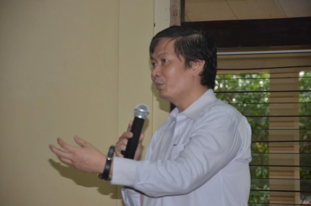 Budi Sutedjo, pegagas Indonesia Menulis sedang memberikan motivasi kepada peserta workshop Indonesia Menulis