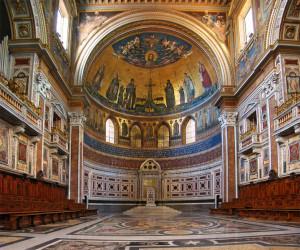 Interior atas altar Basilik Lateran