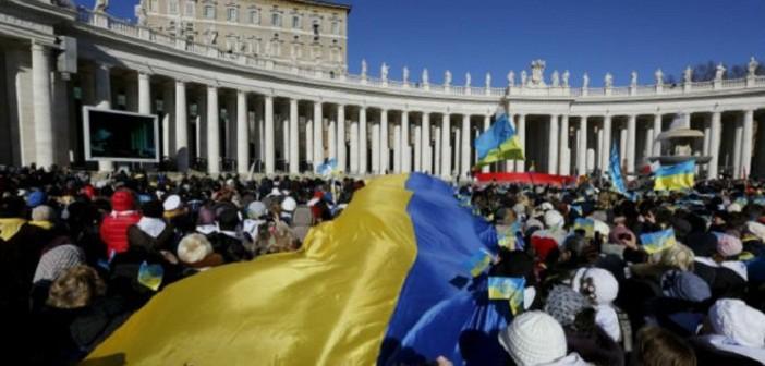Paus Fransiskus menerima Ribuan pengungsi di alun-alun St. Petrus