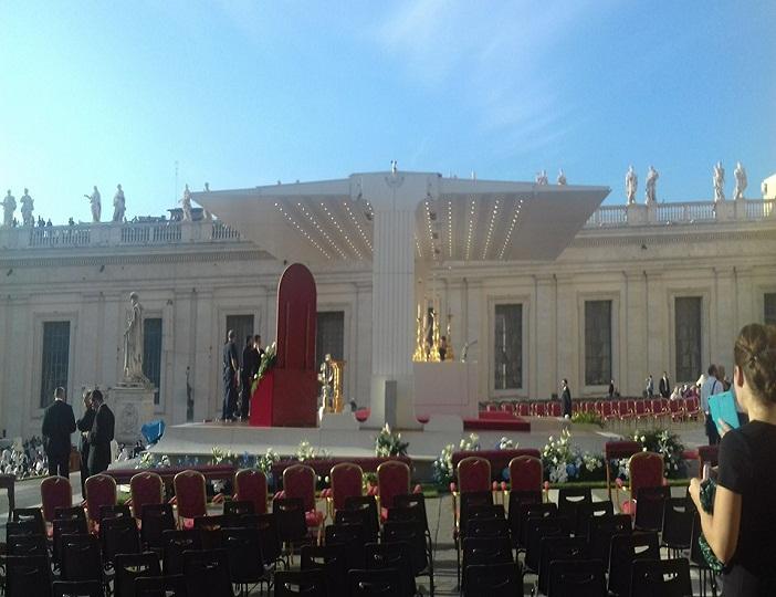 Altar dimana Paus Fransiskus memimpin perayaan misa Kanonisasi Bunda Teresa di Vatikan, Minggu (4/9) lalu.
