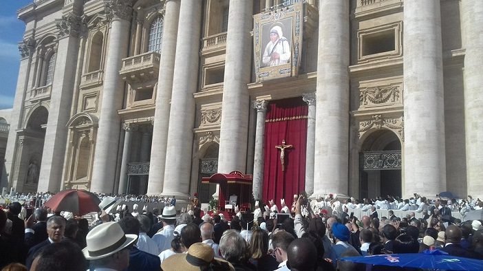 Kanonisasi Bunda Teresa/Foto: Bernard Blolong, SVD-Roma