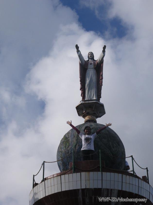 Patung Kristus Raja di Bukit Nurbait