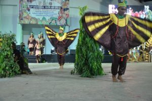 Atraksi budaya OMK Keuskupan Amboina pada malam budaya IYD 2016 di Manado (1)