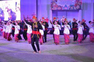 Atraksi budaya OMK Keuskupan Manado pada malam budaya IYD 2016 di Manado (2)
