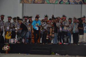 Atraksi budaya OMK Keuskupan Manokwari pada Malam Budaya IYD 2016 di Manado (1)