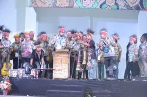 Atraksi budaya OMK Keuskupan Manokwari pada Malam Budaya IYD 2016 di Manado (2)