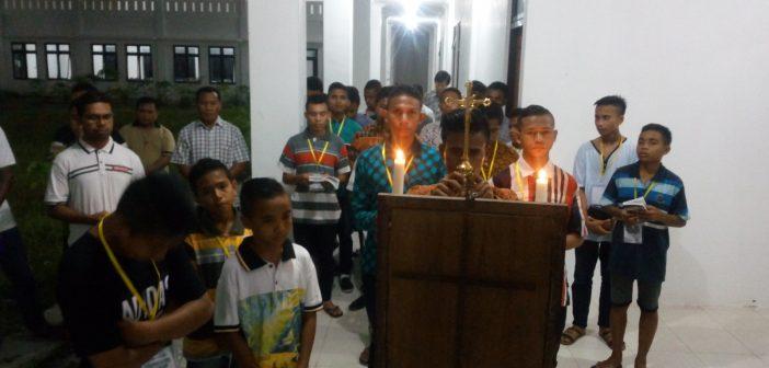 Jalan Salib di Sela Pelatihan Menulis
