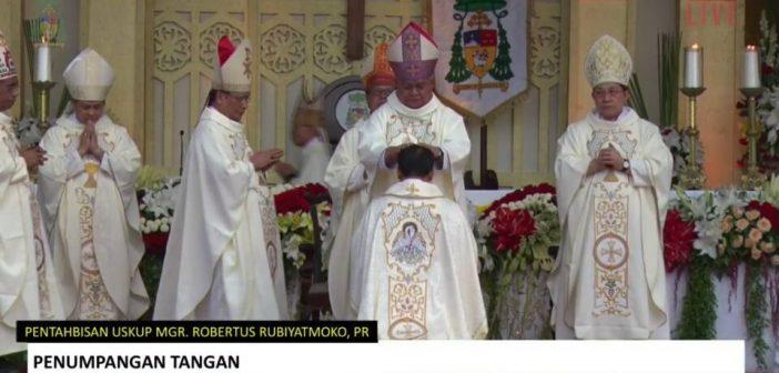 Bapa Uskup, Kumis Jangan Dihilangkan Tapi Disemir Saja