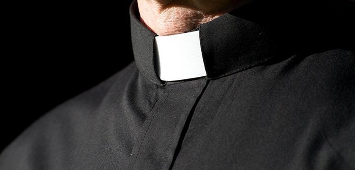 8 Alasan Imam Mengenakan Collar