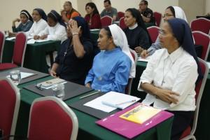 Para peserta workshop media sosial sarana pewartaan sedang menyimak penjelasan dari pembicara (Foto: Pius Kaju)
