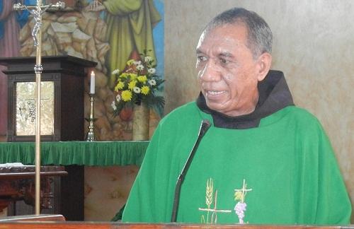 RP. Yosef Tote, OFM, Pastor Paroki St. Paulus Depok, foto by Darius Lekalawo