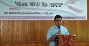 Ketua Komsos Keuskupan Ambonia RD. Theo Amelwatin
