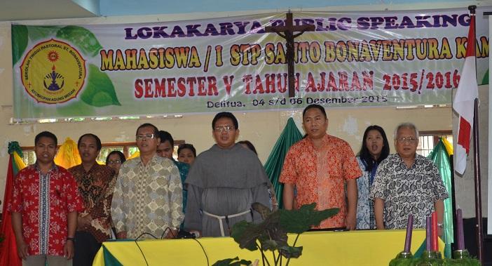 Dalam sesi pembukaan Workshop public seaking ini dinyanyikan juga Lagu Indonesia Raya.