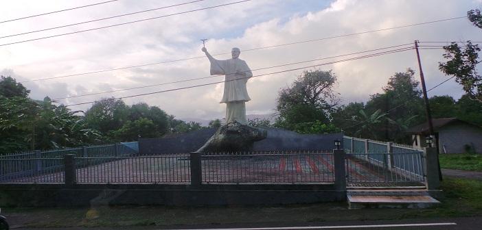 Patung Santo Fransiskus Xaverius berdiri megah di kota Ambon