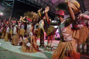 Atraksi Budaya OMK Regio Papua Keuskupan Timika pada puncak IYD 2016 di Manado (1)
