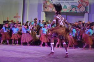 Atraksi Budaya OMK Regio Papua Keuskupan Timika pada puncak IYD 2016 di Manado (2)