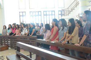 Paduan suara gabungan OMK Keuskupan Agung Semarang dan OMK Paroki Hati Kudus Yesus