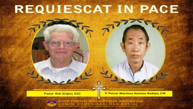 Bandung, Beritaduka, OSC, Pastor Petrus Martinus Santoso Budoyo CM, Pastor Rob Stigter, Surabaya